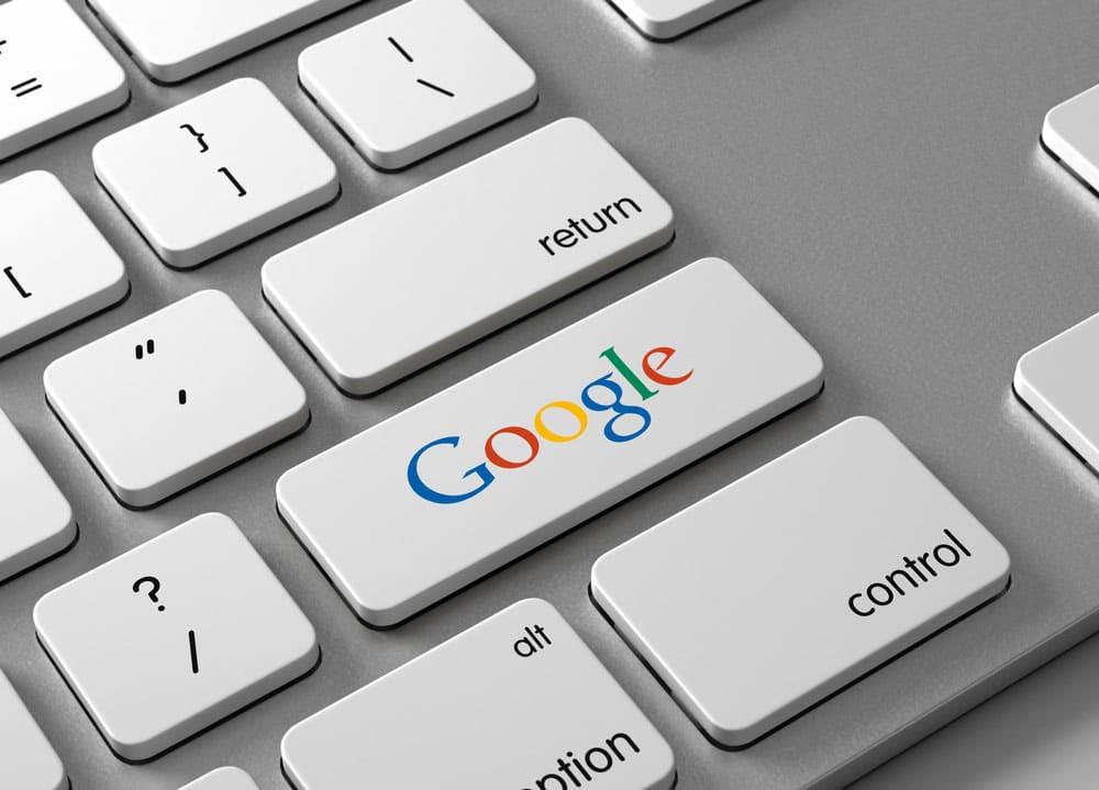 Google en la tecla enter de un ordenador de escritorio